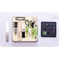 Набор инструментов в металлическом чемоданчике